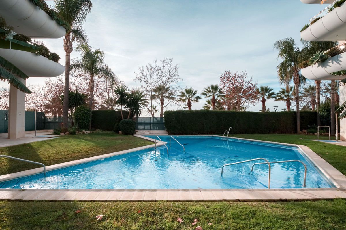 Middle Floor Apartment for sale in Marbella R2571995