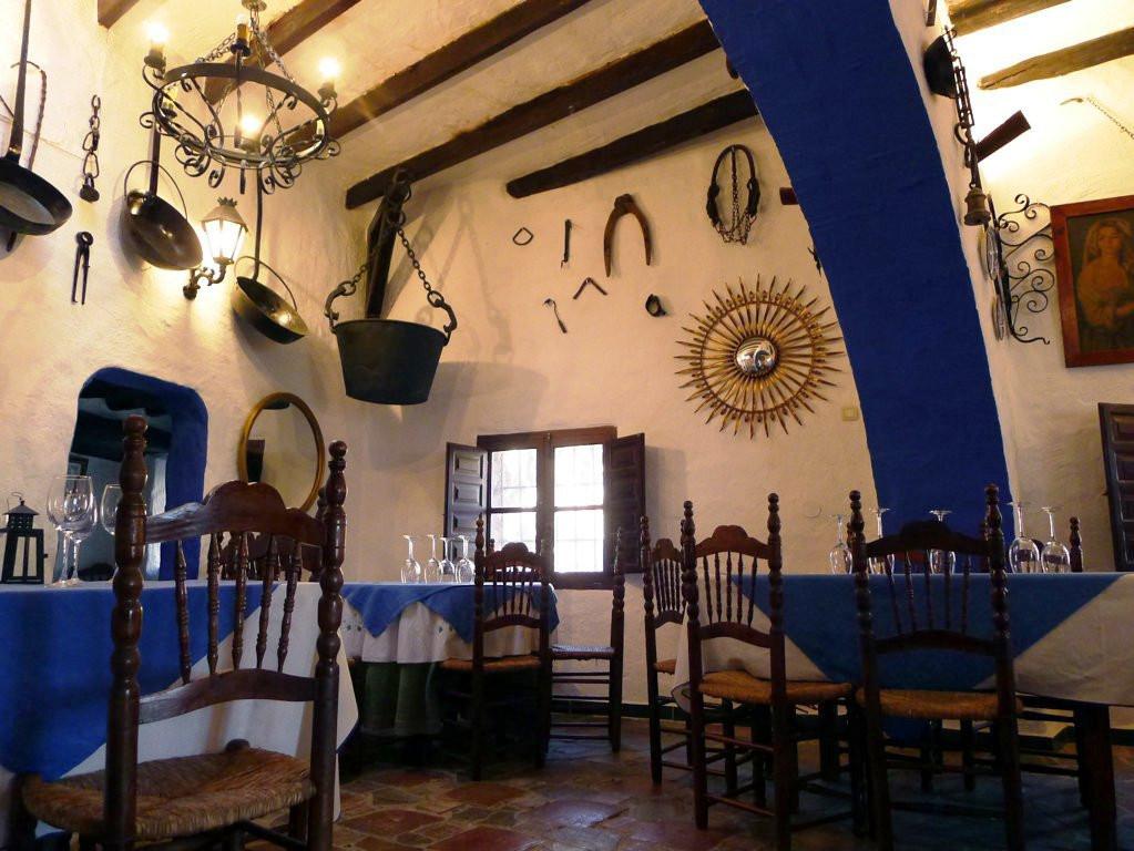 Parcela de 3400 metros con una casa-iglu al estilo rustico, Restaurante Ventorrillo en funcionamient,Spain