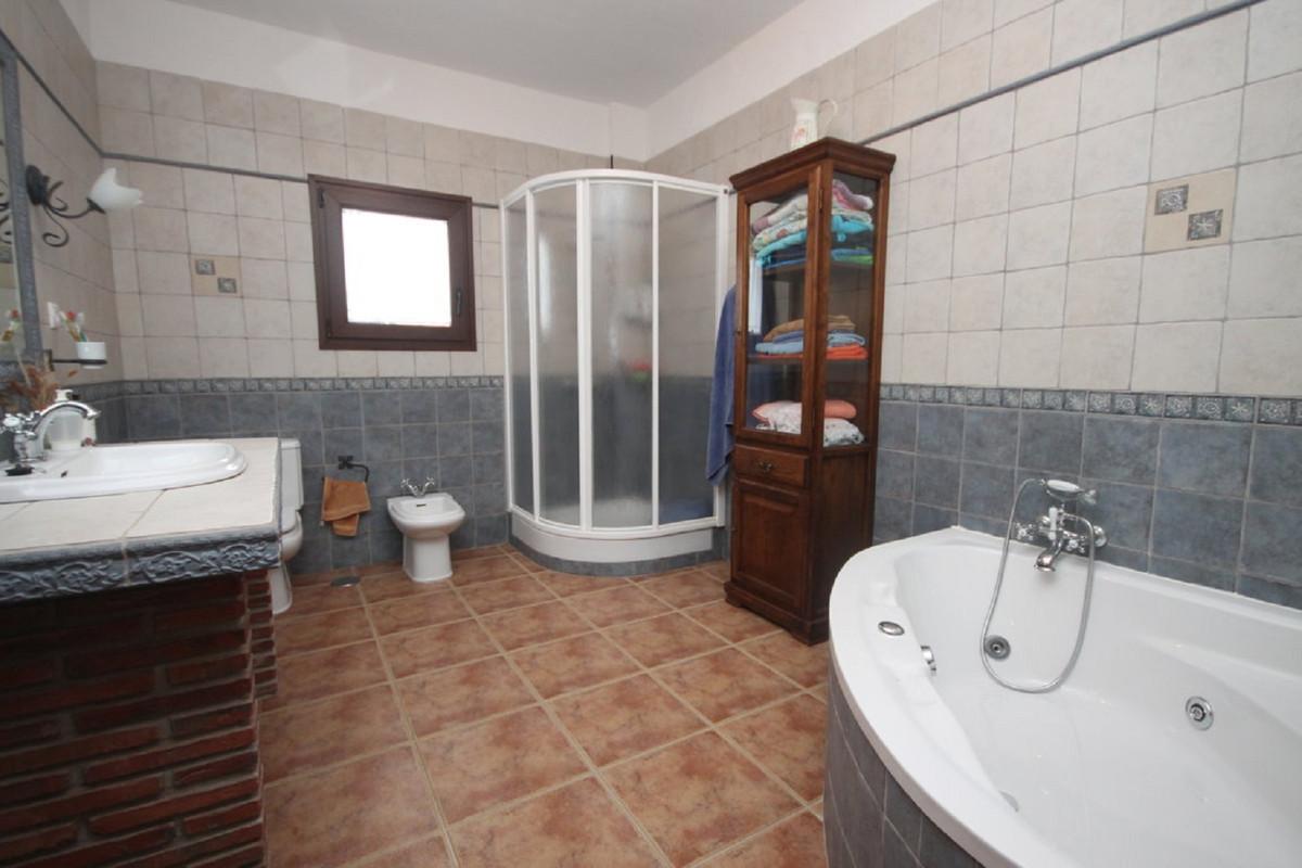 House in Almogía R3408124 18