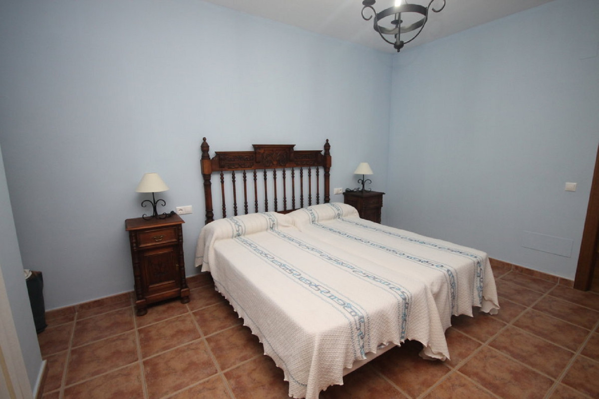 House in Almogía R3408124 22