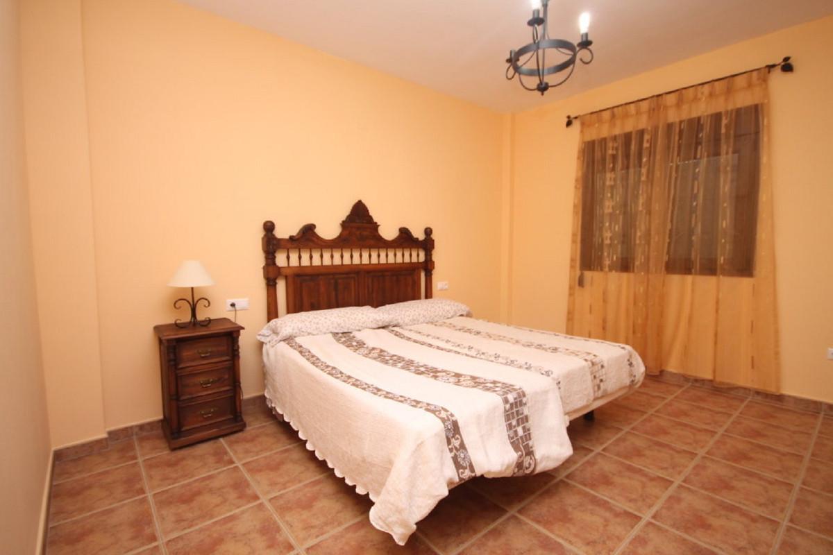 Hus in Almogía R3408124 24