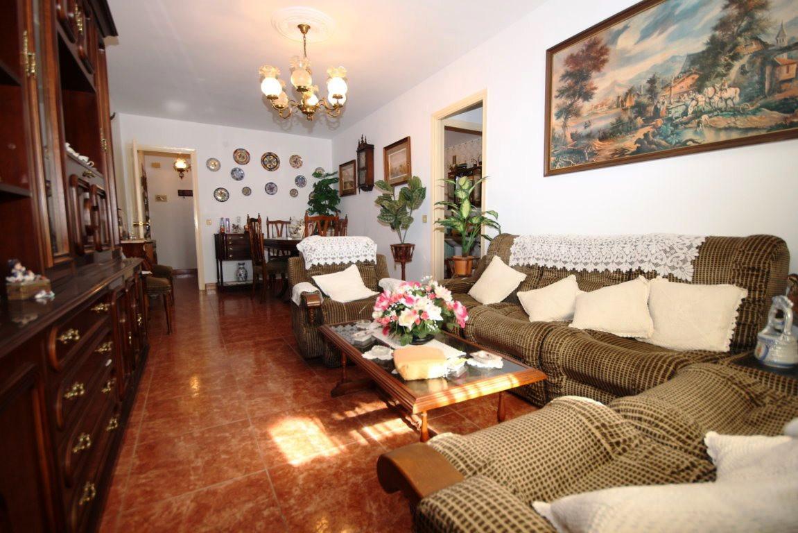 OPPORTUNITY IN CALETA DE VELEZ. Do not miss this investment opportunity! House of 100 m2 built distr,Spain