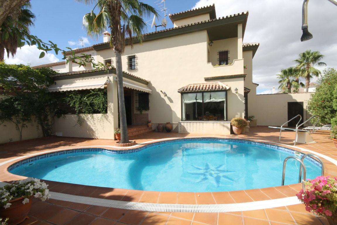 Detached house in Ronda  Fabulous villa with 4 bedrooms, 3 full bathrooms (master en suite) in a pri,Spain