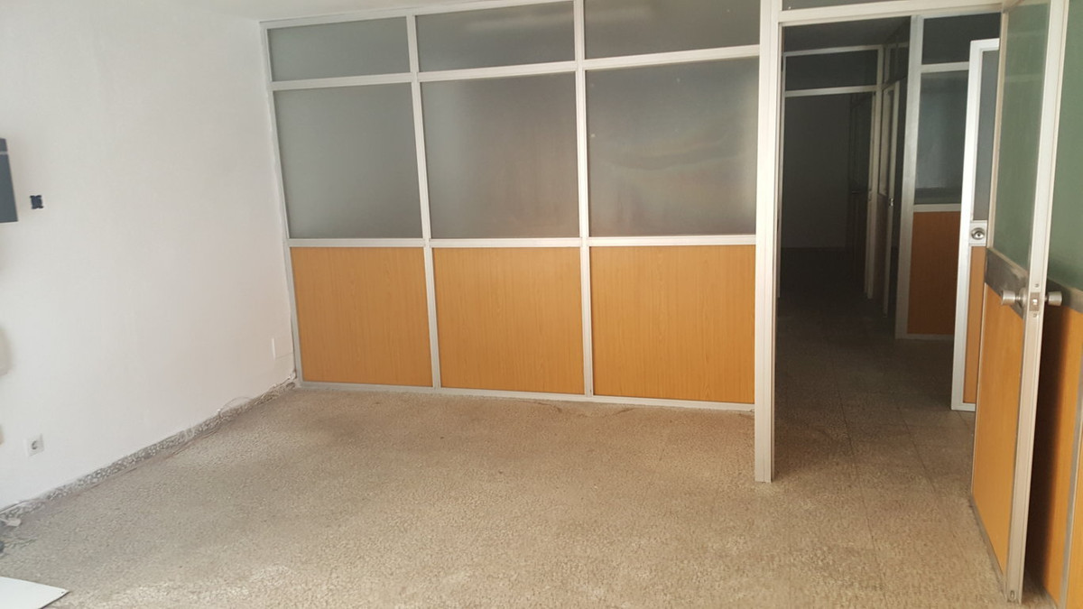 R2704532: Commercial for sale in Malaga Centro
