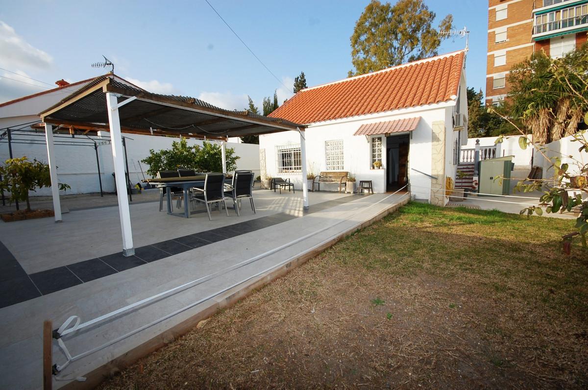 Beautiful detached villa in El Pinillo. 140m2 built, consists of 3 bedrooms, 2 bathrooms, living roo,Spain