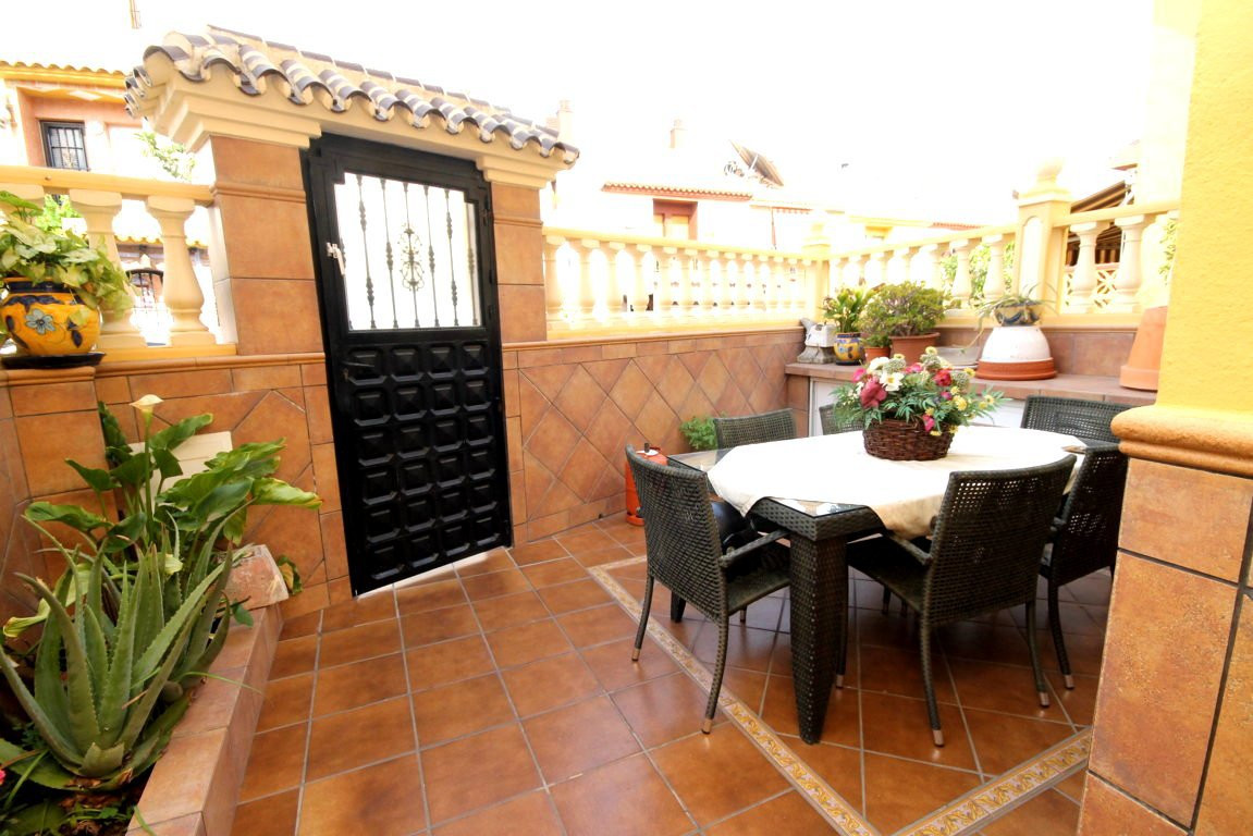 Fantastic townhouse very close to La Canada.  This semi-detached house is located in a residential a,Spain