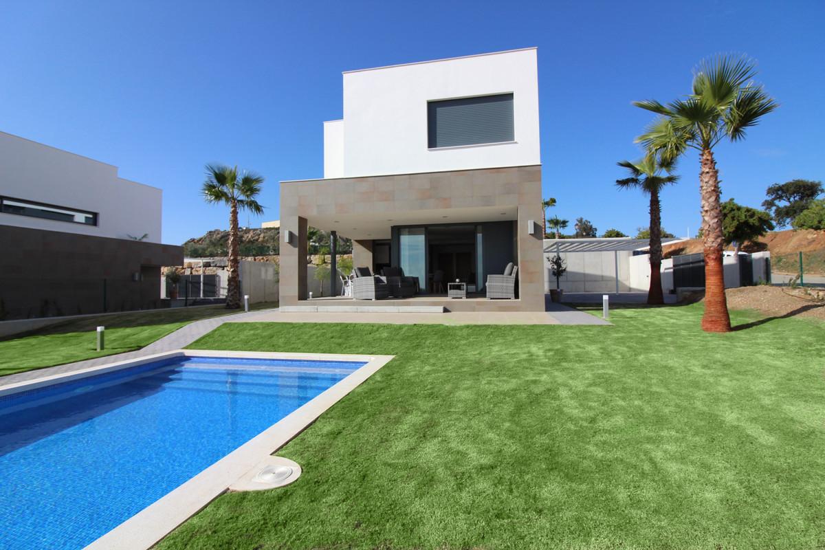 Splendid villa 4 bedrooms and 3 bathrooms overlooking the Mediterranean Sea.  Located  at 10 minutes,Spain