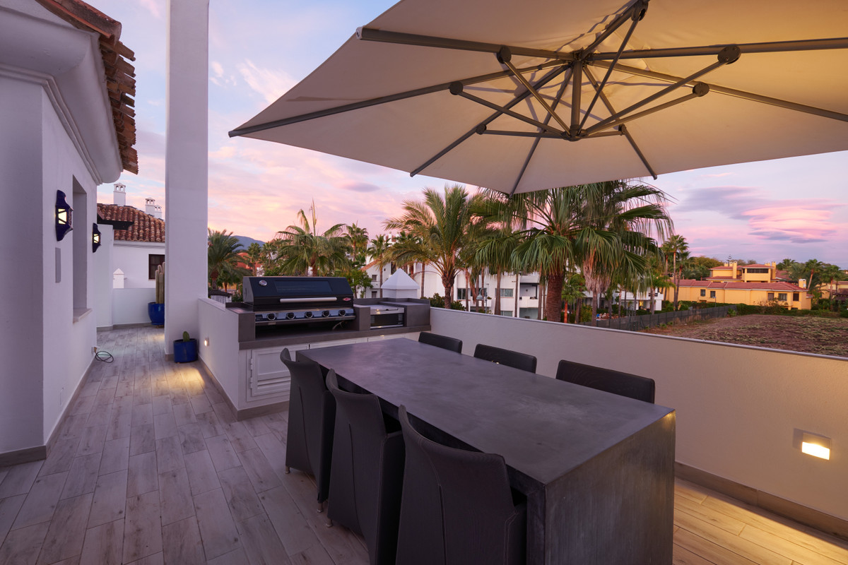 A superb renovated 3 bed duplex penthouse in the prestigious Privilegio de Marbella.  This impressiv,Spain