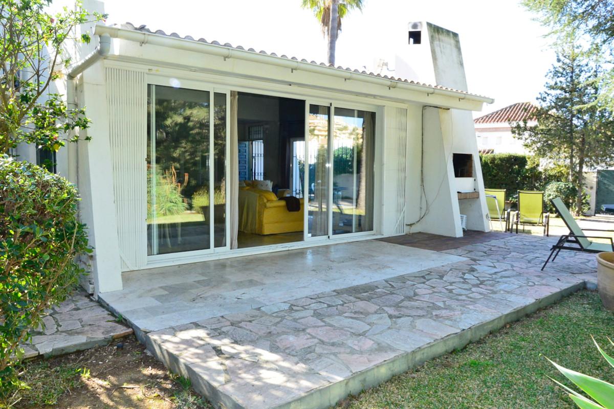 Fantastic single-storey villa in the prestigious area of Elviria near the beautiful beach of Hotel D,Spain