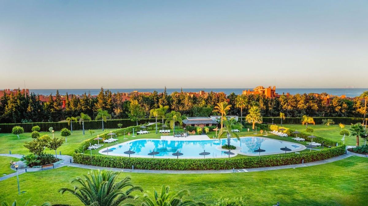 Middle Floor Apartment, New Golden Mile, Costa del Sol. 3 Bedrooms, 3 Bathrooms, Built 112 m², Terra,Spain