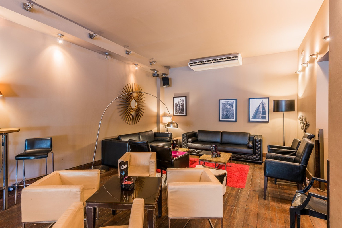 COMMERCIAL PREMISES AND BAR BUSINESS FOR SALE OR RENT  Totally refurbished and re-licensed in April ,Spain