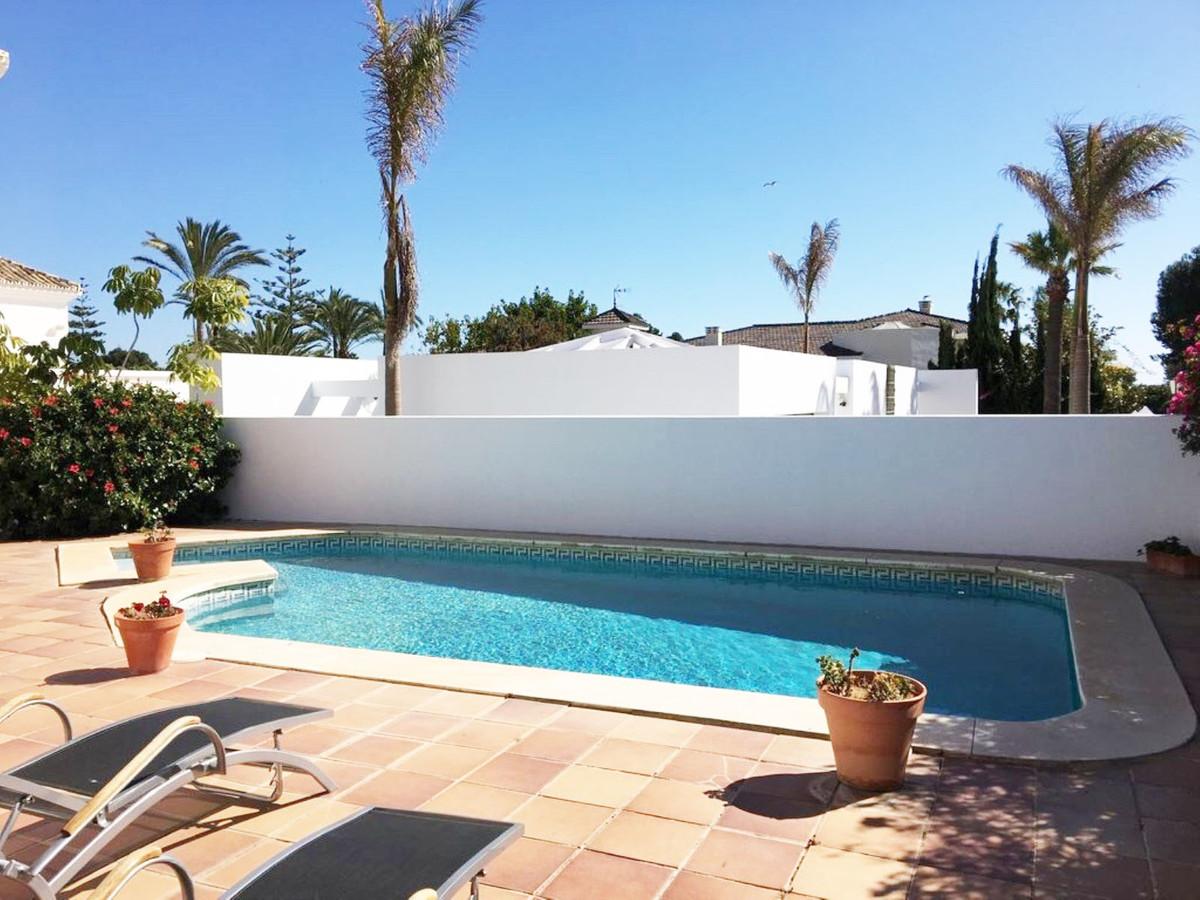 Villa  Detached for rent  in Los Monteros