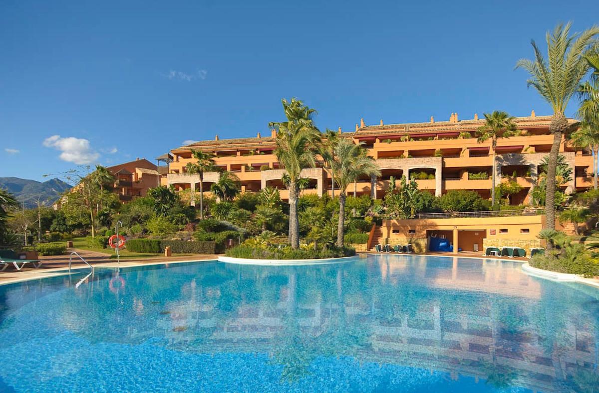 Penthouse, Bahia de Marbella, Costa del Sol. 3 Bedrooms, 4 Bathrooms, Built 170 m², Terrace 85 m².  ,Spain
