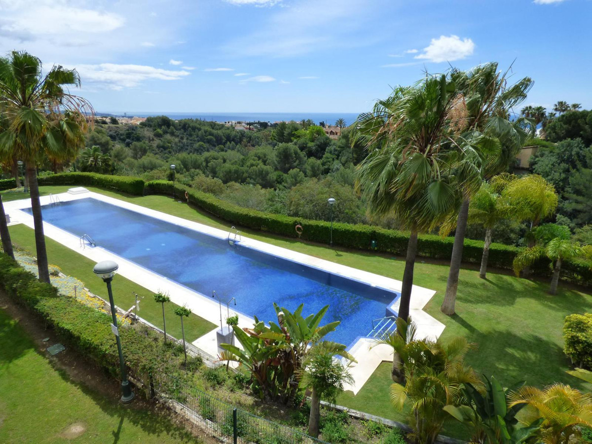 Middle Floor Apartment, Sierra Blanca, Costa del Sol. 2 Bedrooms, 2 Bathrooms, Built 93 m², Terrace ,Spain