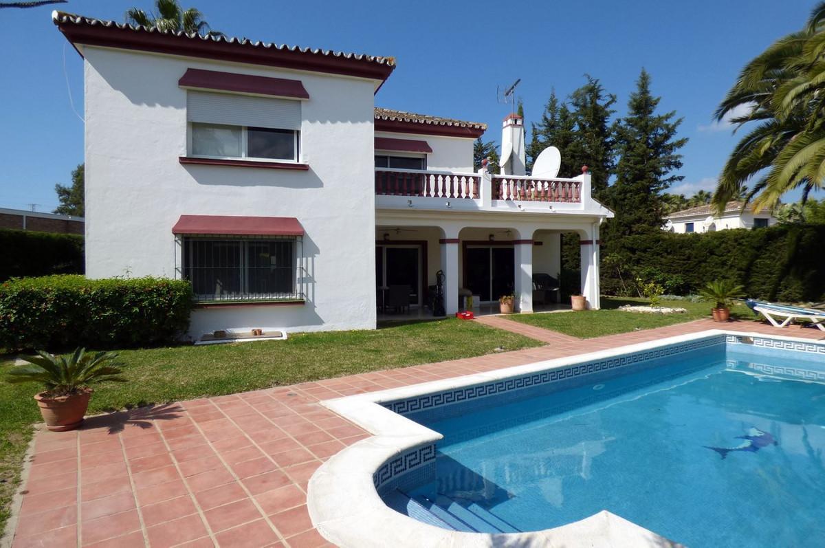 Detached Villa, Nueva Andalucia, Costa del Sol. 3 Bedrooms, 3.5 Bathrooms, Built 369 m², Terrace 29 ,Spain