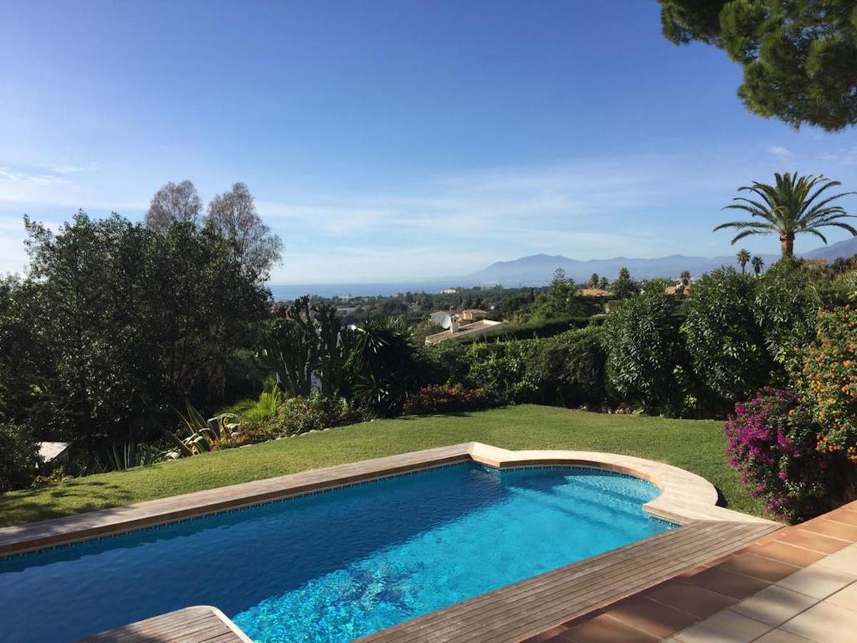 Great sea views from ground floor!! Villa located in Elviria , 15 minutes walk to the beach. Ground ,Spain
