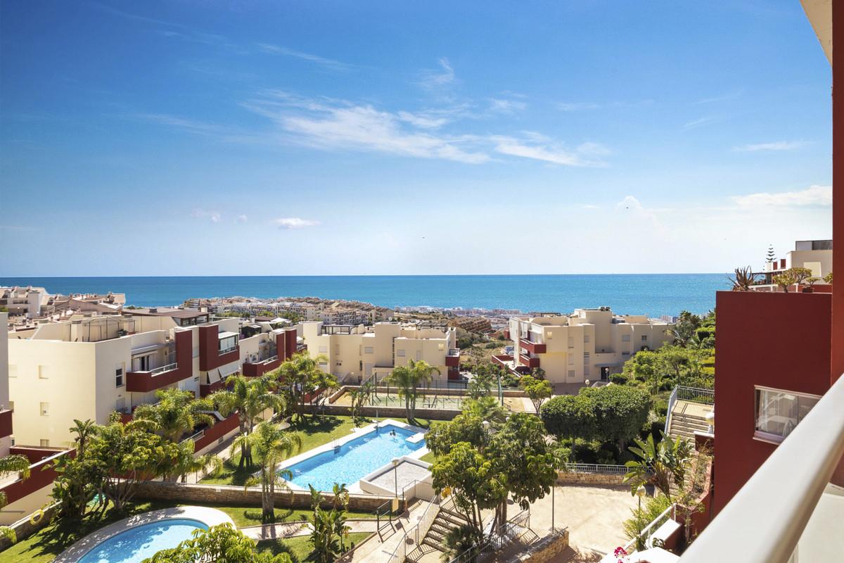 Fabulous penthouse with panoramic sea views in Reserva de Santangelo in Benalmadena. This penthouse ,Spain