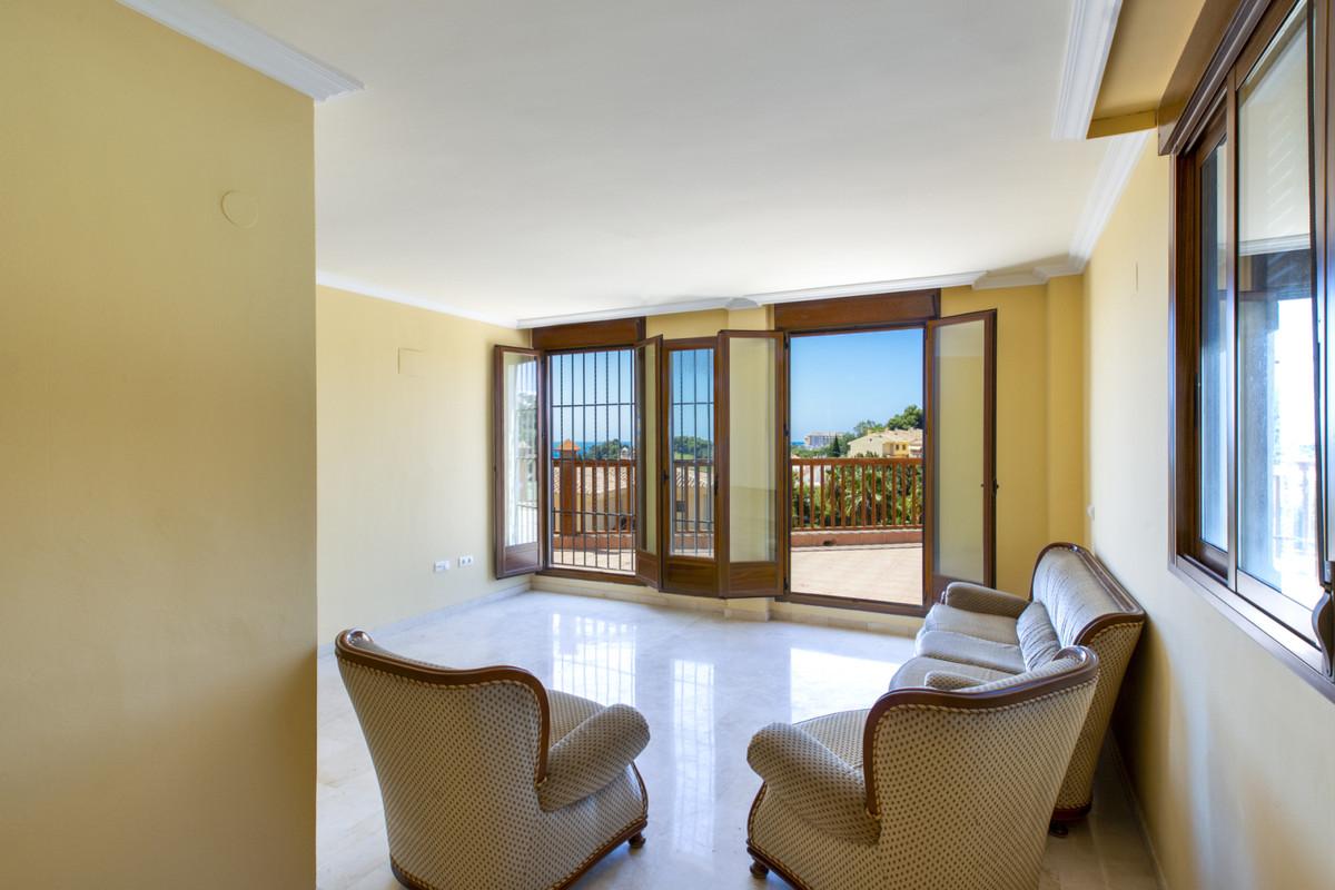 Detached Villa, Torrequebrada, Costa del Sol. 6 Bedrooms, 4 Bathrooms, Built 199 m², Terrace 40 m², ,Spain