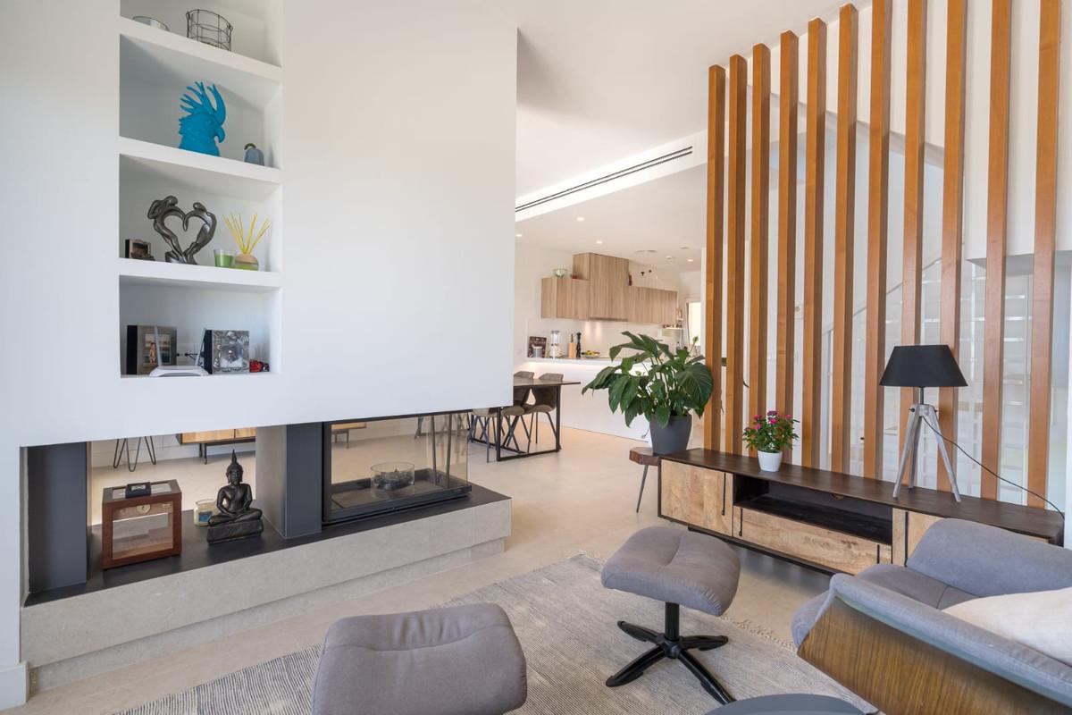 Resales property for sale in phase 2 of Casa del Sol in the privileged Reserva del Higueron in Benal,Spain