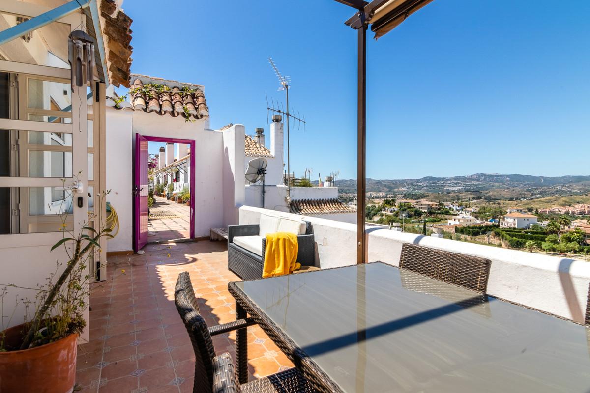 Charming sunny top floor apartment in Pueblo Mijitas in Mijas Golf. This 2 bed 1 bath apartment is l,Spain