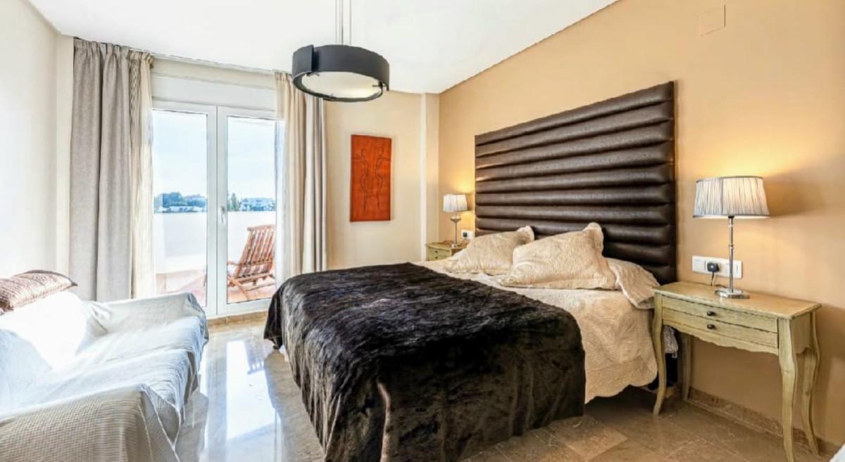 Apartament na środkowym piętrze w Torrequebrada R3526195