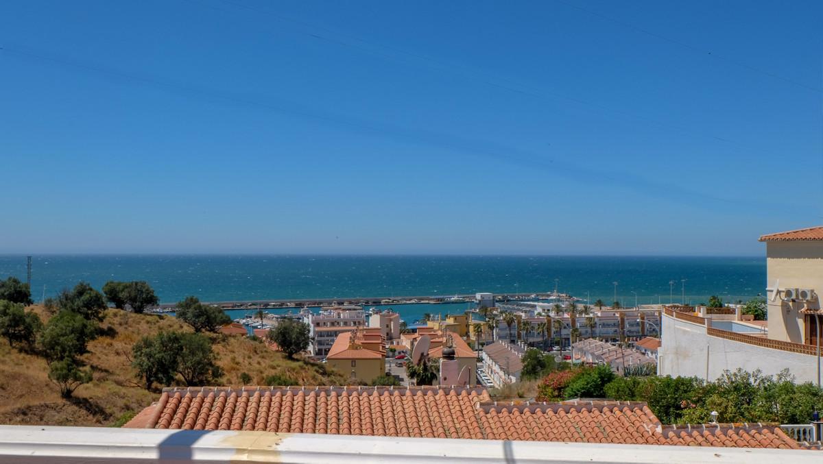 Great opportunity to acquire a beautiful villa overlooking the Marina of La Caleta de Velez. This pr,Spain