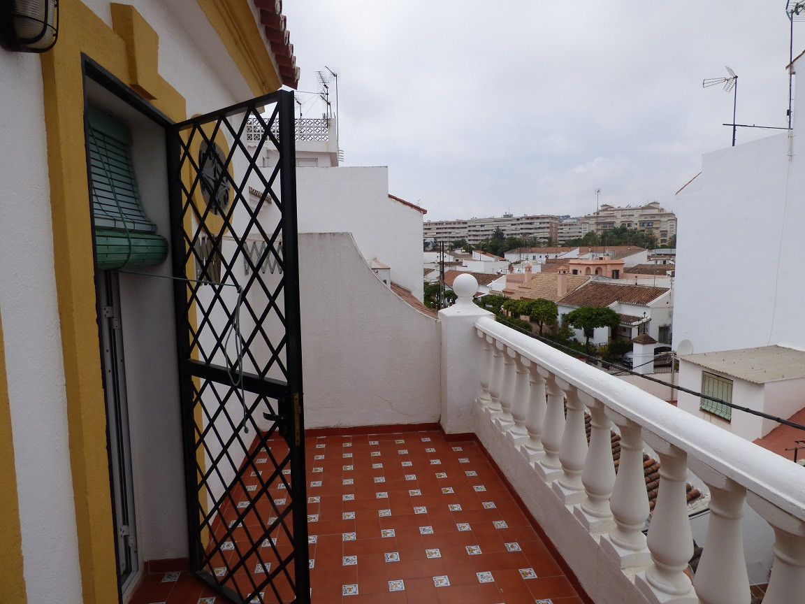 Villa, Semi Individuelle  en vente    à Estepona