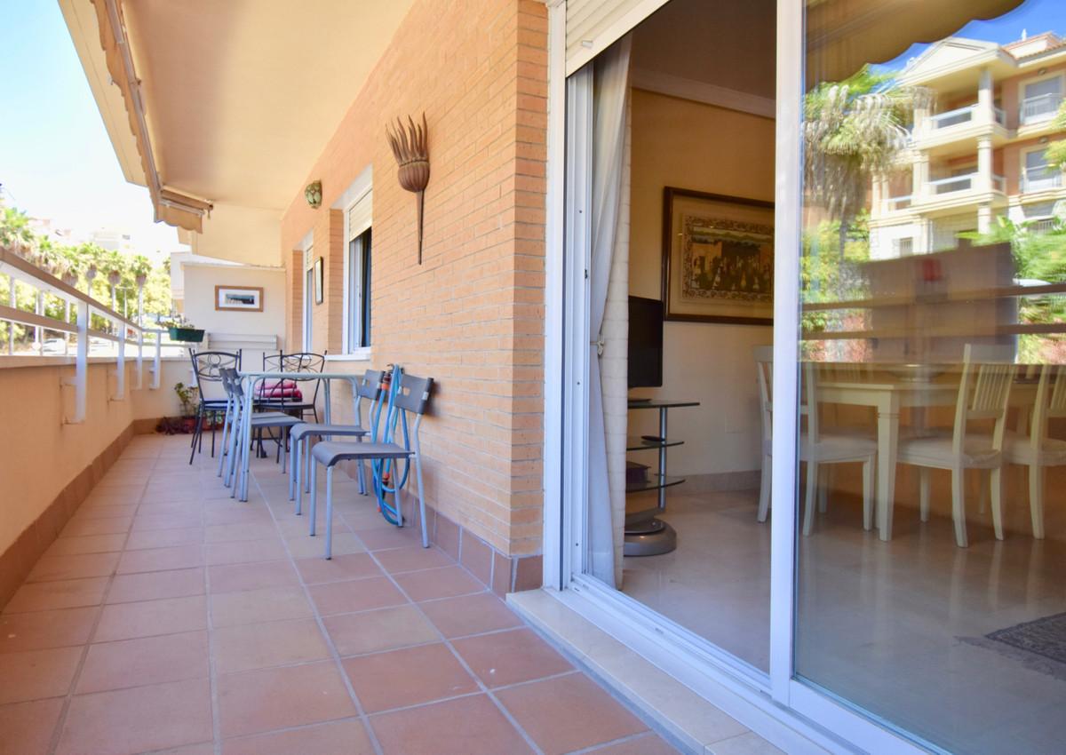 Middle Floor Apartment in Benalmadena Costa R3451087