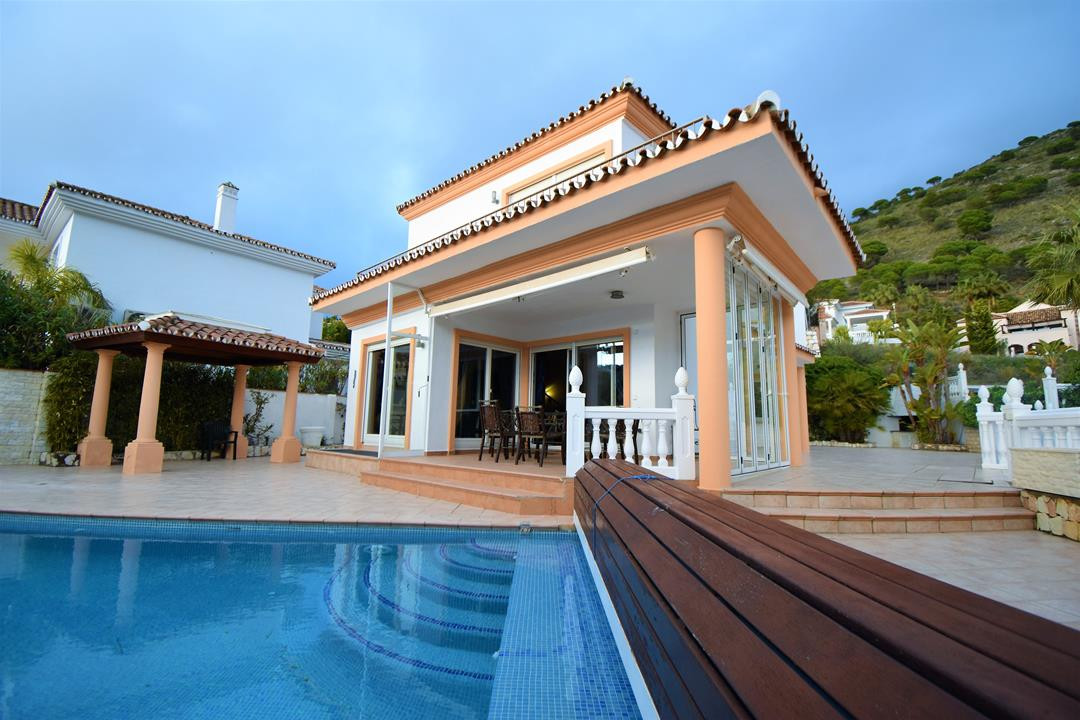 Detached Villa, Mijas, Costa del Sol. 6 Bedrooms, 6 Bathrooms, Built 422 m², Terrace 25 m², Garden/P,Spain