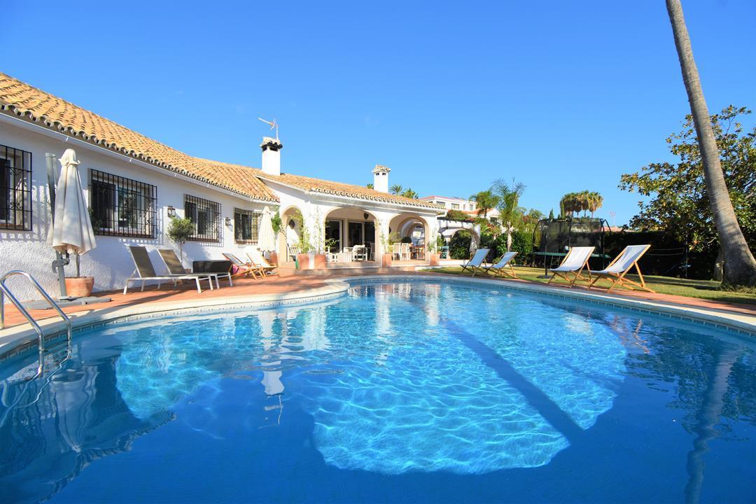 Detached Villa, El Rosario, Costa del Sol. 5 Bedrooms, 4 Bathrooms, Built 345 m², Terrace 50 m², Gar,Spain