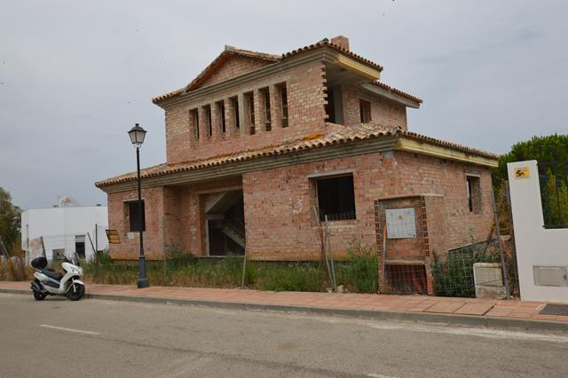 A great opportunity to buy one of the best double plots front line lower La Cala Golf.  The Villa it,Spain