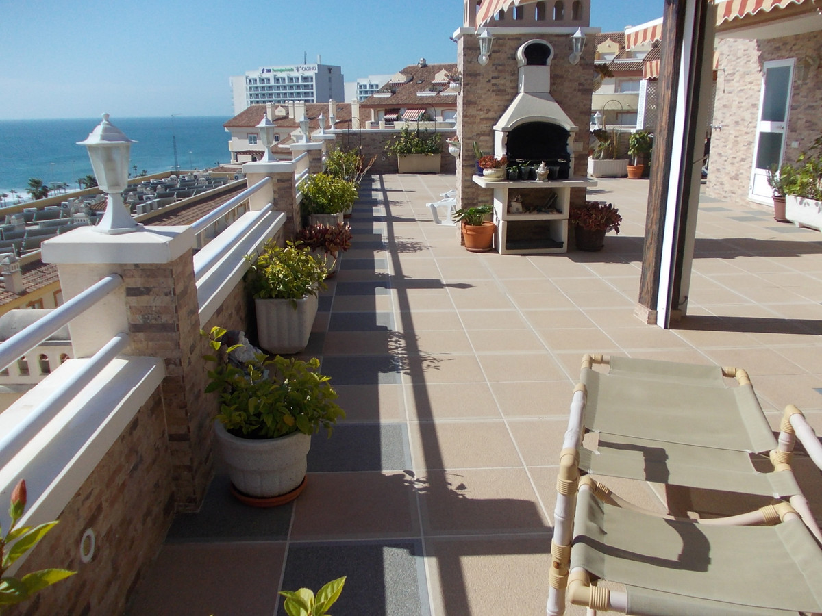 BEACHSIDE PENTHOUSE, 150 SQM TERRACE WITH BBQ AND LOVELY SEAVIEWS. This unique property is in the po,Spain