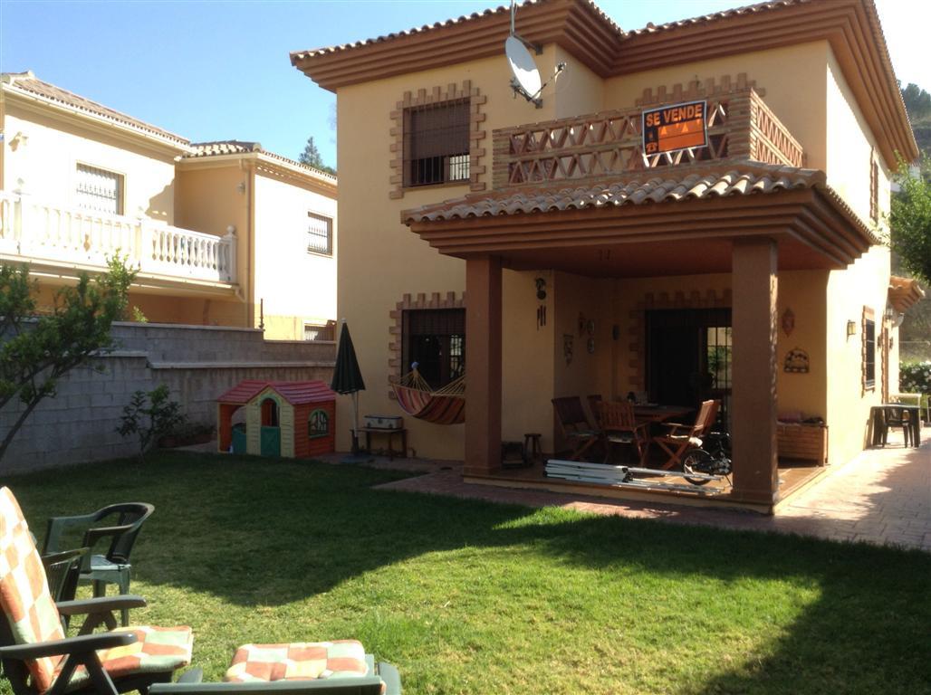 4-bed-Detached Villa for Sale in Torremolinos