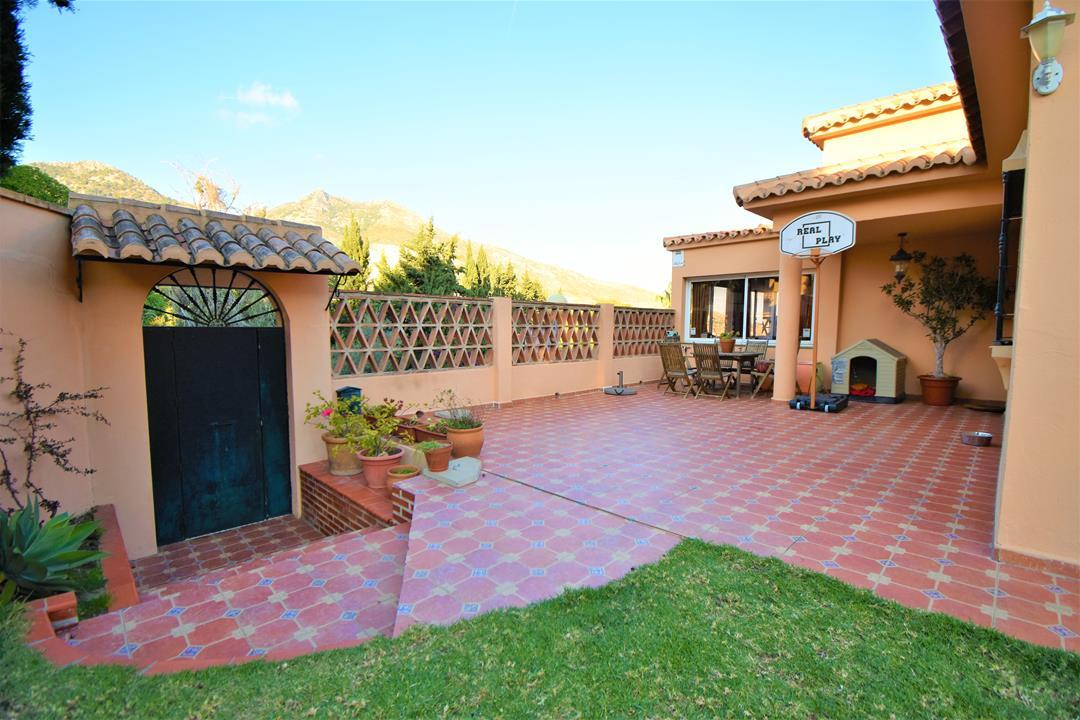 Villa con 5 Dormitorios en Venta Benalmadena