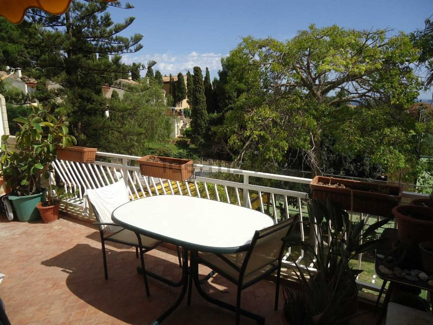 Apartment in the best area of La Herradura, where you can enjoy great views from the terrace. Totall,Spain