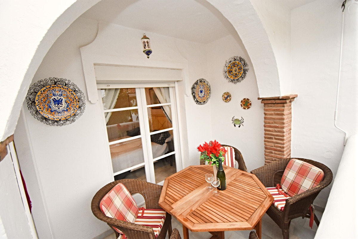 FABULOUS 2 BEDROOM APARTMENT LOCATED ON A STUNNING URBANISATION WITH LUSH GARDENS, TROPICAL PLANTS, ,Spain
