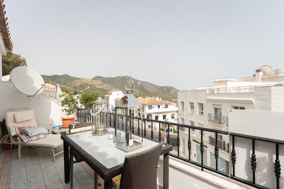 A fantastic open plan apartment situated just steps away from the picturesque village of Mijas. This,Spain