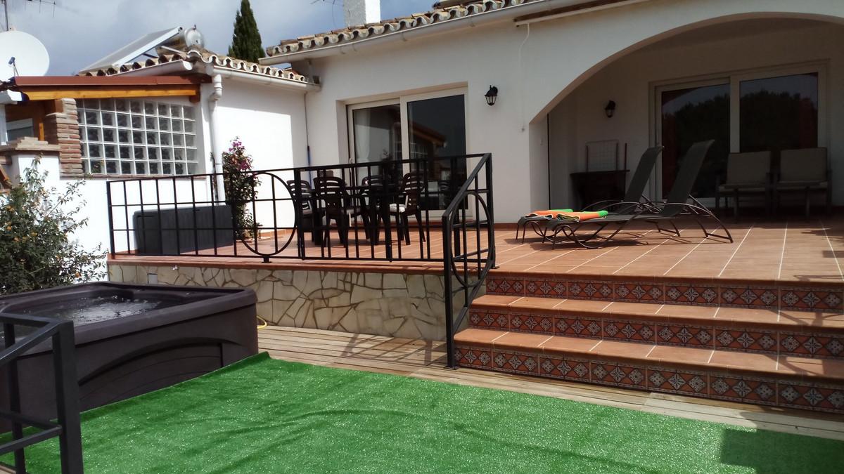 Villa  Detached for rent  in Artola