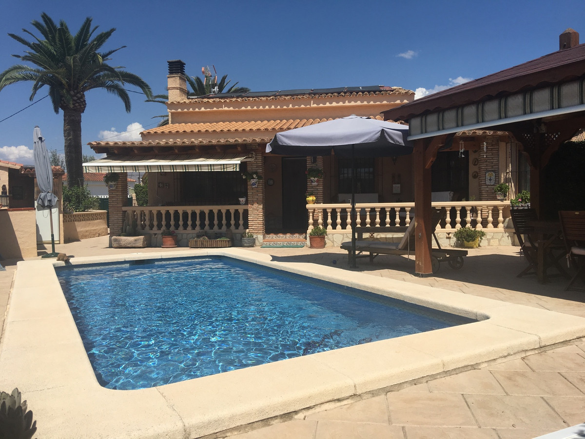 Charming country house located in a look after of Busot, at only 12 minutes from El Campello.  This Spain