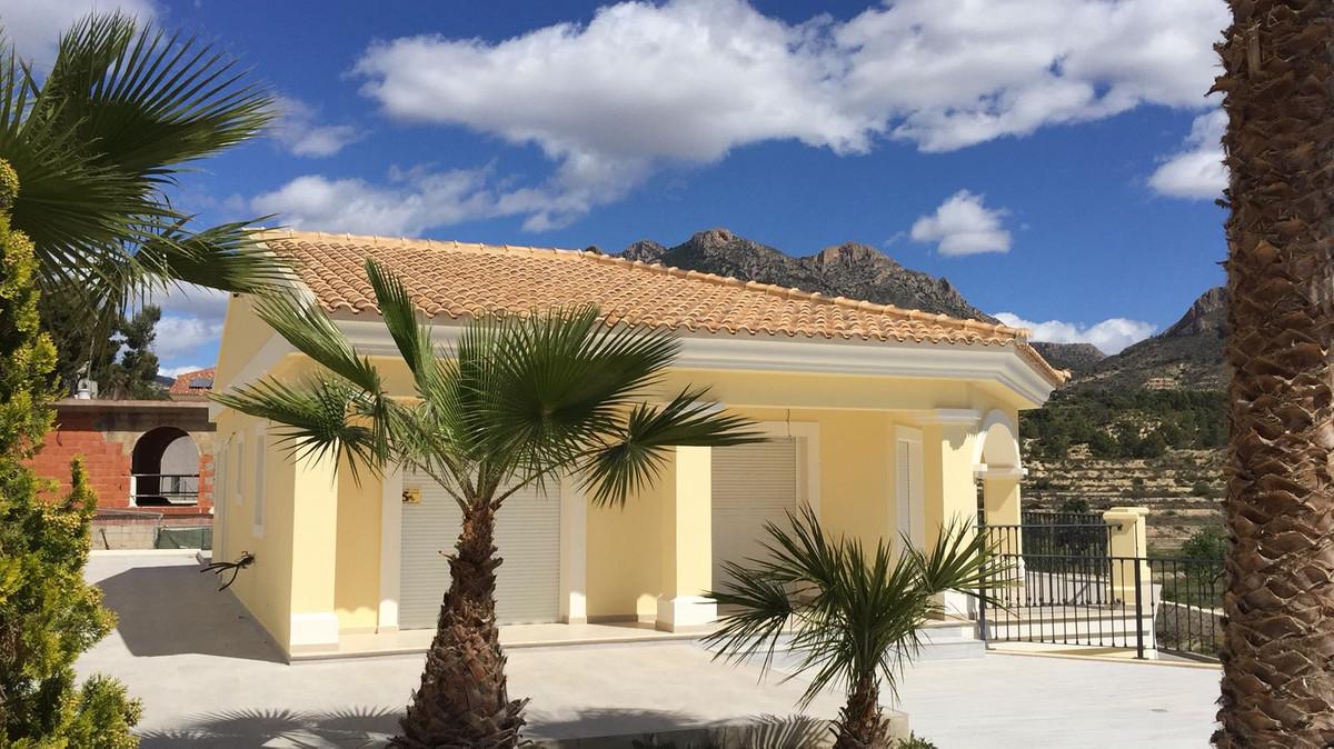 Brand New, Luxury, Detached Villa, Busot, Costa Blanca. 4 Bedrooms, 3 Bathrooms, Built 270 m², Terra,Spain