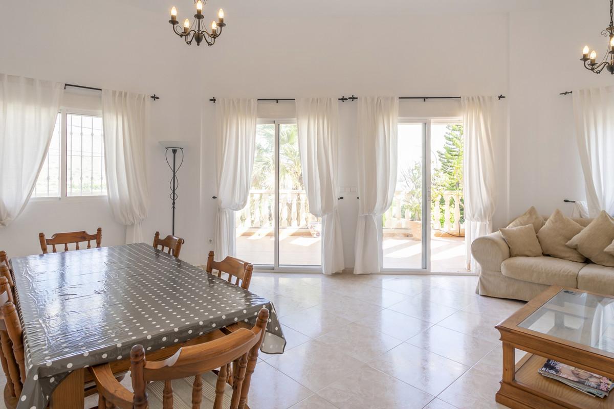 Delightful 3 bedroom villa with sea view in sought after residential area in El Campello.  2002 vill,Spain