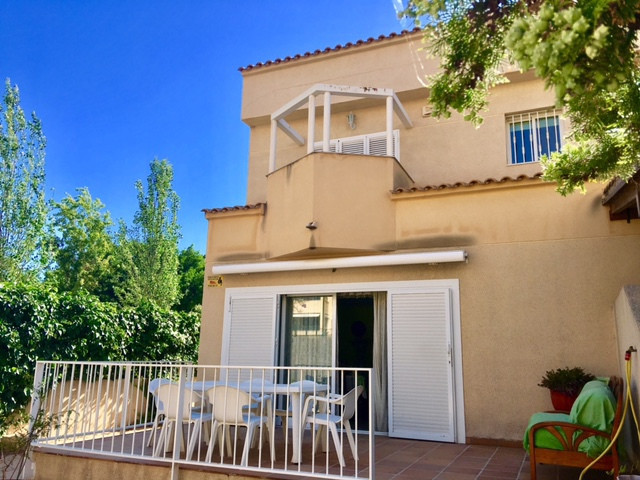 4 bedroom, linked villa in sought after location next to the french Lycee school and near Muchavista,Spain