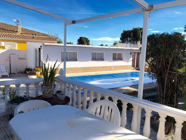 Charming 3 bedroom villa all on one floor, on flat plot in San Vicente.  The property is comprised o,Spain