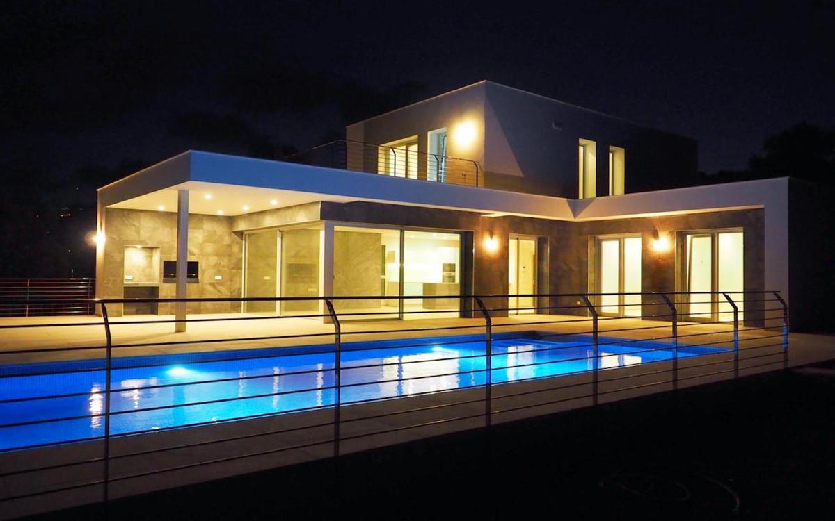 VILLA LIRIA - A contemporary villa, bright and airy, with open spaces, ideal for modern living. Deta,Spain