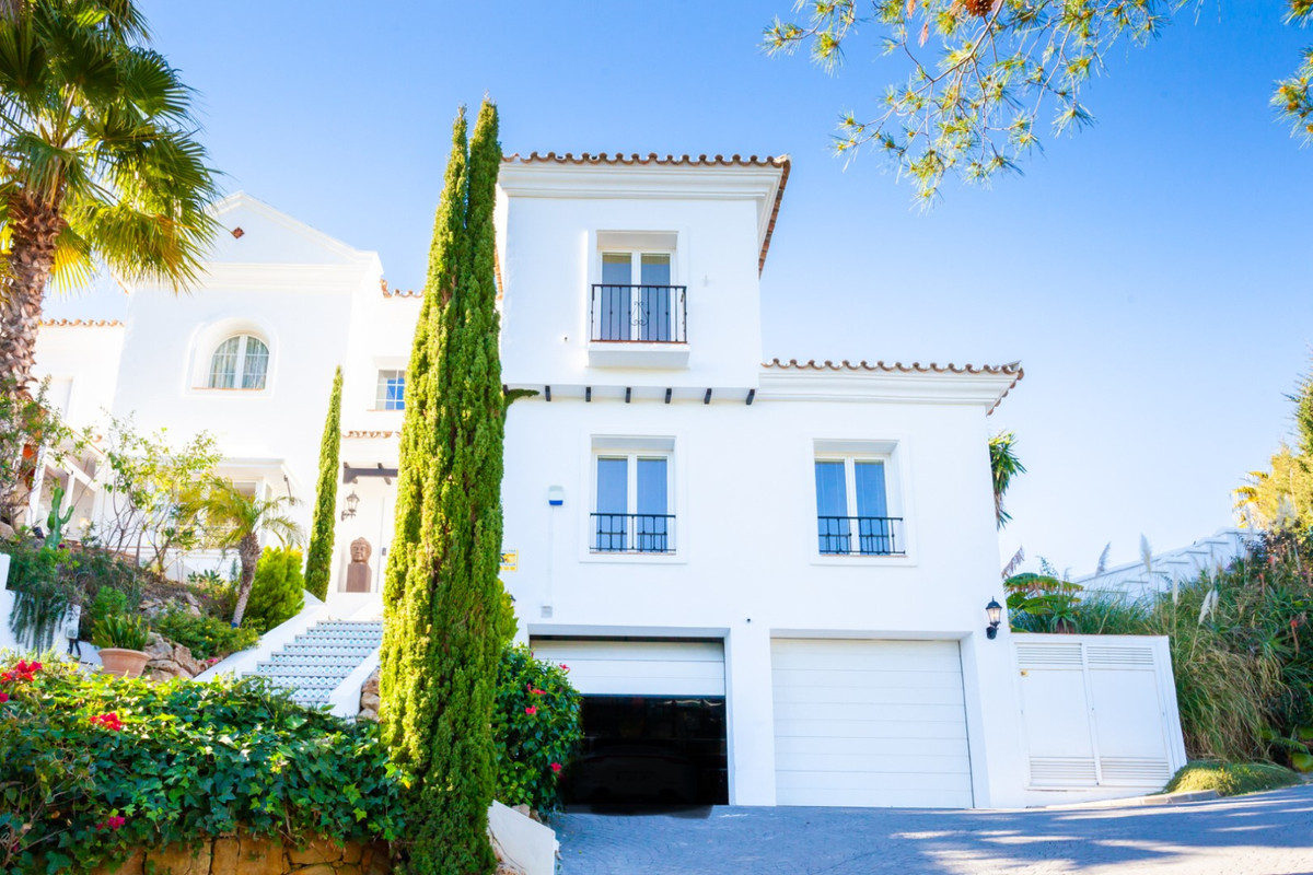 This great modern villa in El Rosario/Marbella has a perfect flow from the entrance which has a wide,Spain