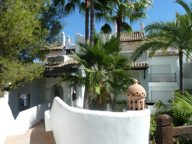 Middle Floor Apartment for sale in La Quinta R2485943