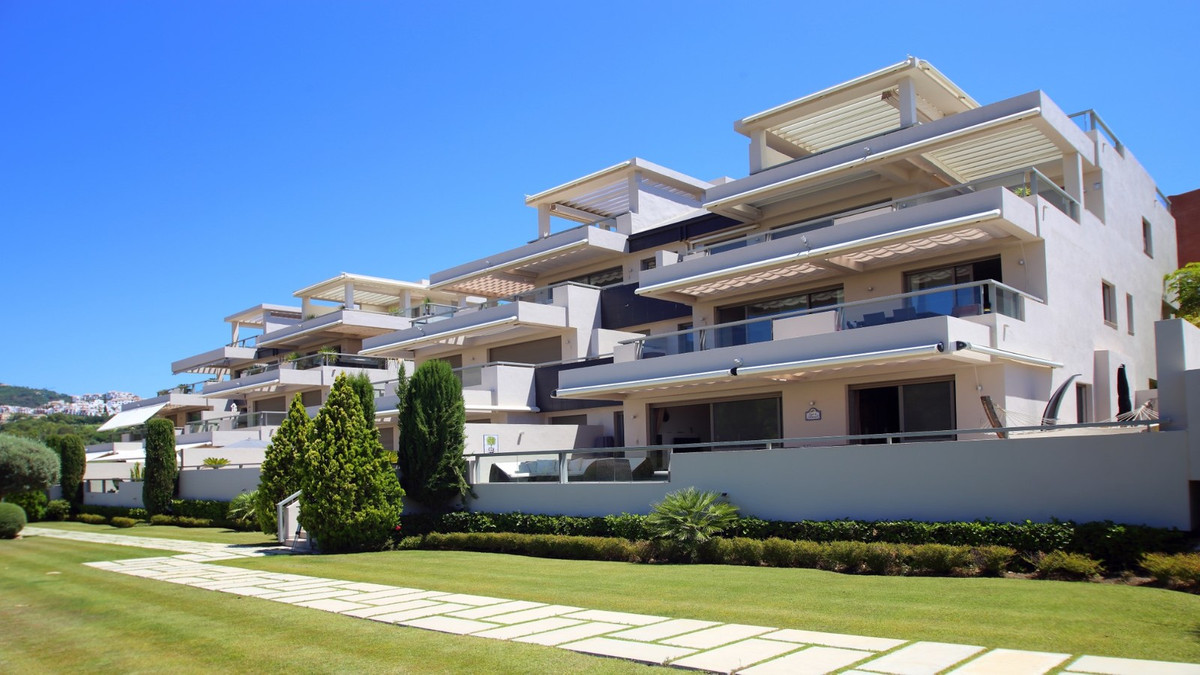 Property in one of the nicest modern urbanisations in the area. Contemporary style. This fantastic l,Spain