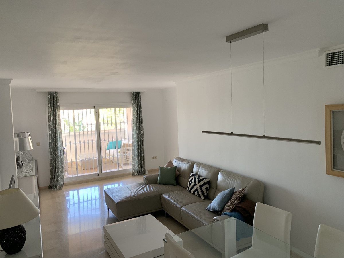 Apartamento, Planta Media  en venta    en Elviria