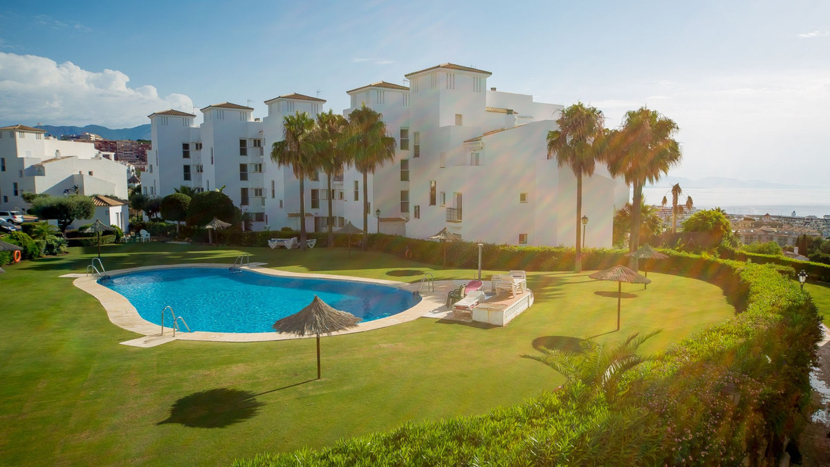 South Facing middle Floor apartment, only 10 mins walk to amenities and the beach.  Middle Floor Apa,Spain