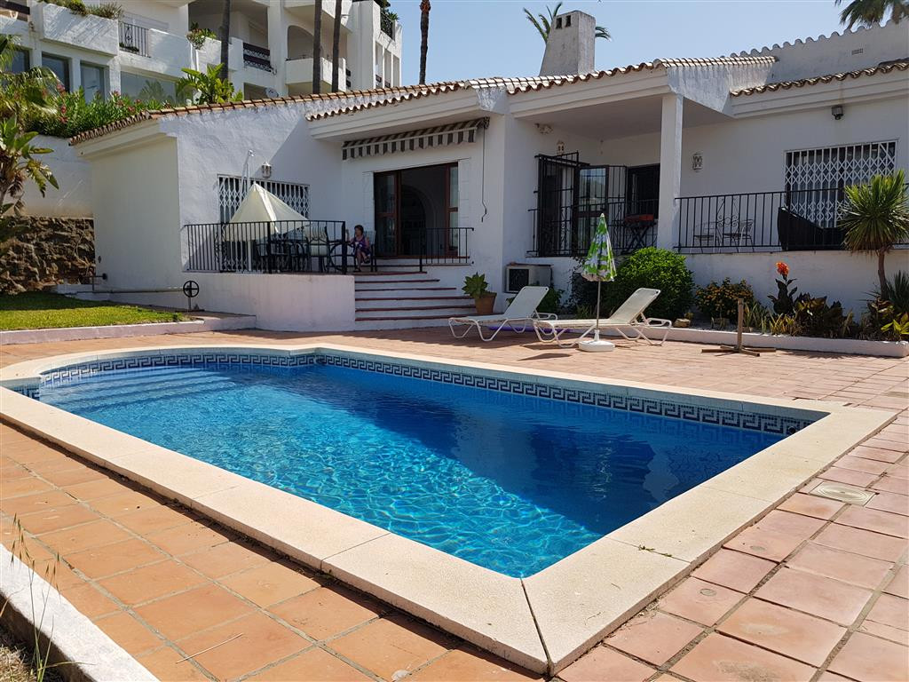 Villa 4 Dormitorios en Venta La Duquesa